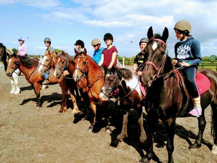 Foto montando a caballo